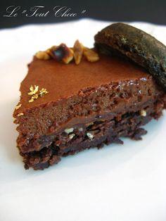 Une collègue de travail m'a demandé pour l'anniversaire d'une de ses amies de lui faire un gâteau au chocolat. Après m'être un peu rensei...
