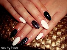 nails black and white