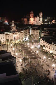 Plaza de San Juan de Dios, Town Hall and Cathedral. Cádiz, Andalucía, España.