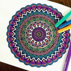 Photo from mandalapassion mandalas рисование маркерами sharp Mandala Doodle, Henna Mandala, Mandala Art Lesson, Doodle Art, Mandalas Drawing, Mandala Painting, Geometric Patterns, Mandala Meditation, Zentangle Patterns