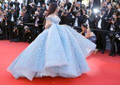 Atriz indiana usou vestido igualzinho ao da Cinderela em Cannes | Capricho