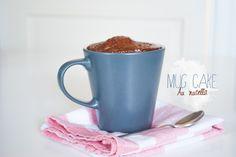 Mug Cake version 2 au nutella Mug Cake au Nutella  Pour 1 personne (un mug ou deux petites tasses)   Préparation: 5 min     Cuisson:  2min Ingrédients:  2 carrés de chocolat 3cuill. à soupe de beurre (ou d'huile) 2cuill. à soupe de lait 4cuill. à soupe de nutella 3cuill. à soupe de sucre 1cuill. à soupe de cacao non sucré 1 oeuf