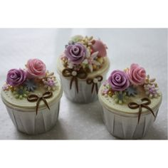 Cute and pretty cupcakes with floral cake decor picture.PNG ❤ liked on Polyvore