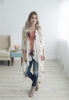 Nothing says spring like our Floral Kimono! This is this the perfect piece to add some class to your spring wardrobe! Long Kimono Cardigan, Kimono Outfit, Kimono Fashion, Skirt Fashion, Kimono Duster, Tokyo Fashion, Everyday Casual Outfits, Classy Outfits, New Look Clothes