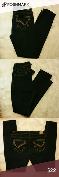 "JORDACHE | DARK WASH | SKINNY JEANS JORDACHE SKINNY DARK JEANS   - like new!  - worn 2 times - has gold stitching  - pockets have gold rhinestones  - super skinny  Length : 38 1/2.  Inseam : 29"" JORDACHE Jeans Skinny"