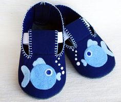 Fish Baby Booties Source by Felt Booties, Felt Baby Shoes, Baby Girl Shoes, Sewing For Kids, Baby Sewing, Baby Crafts, Felt Crafts, Baby Shoes Pattern, Baby Slippers