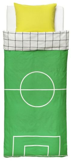 Young soccer fans can dream of scoring the winning goal with SPELPLAN twin bedding.