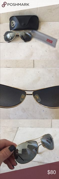 Ray Ban Bubble Wrap Aviator Sunglasses Classic Ray Ban Aviators in mint condition! I just had the lenses replaced and they have not been worn since. Gold frame, silver polarized lenses. Case and cleaning cloth (never used) included Ray Ban Accessories Sunglasses
