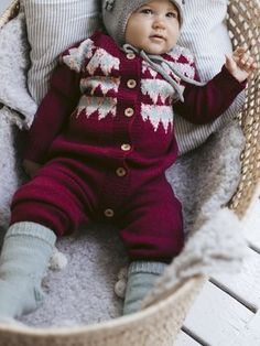 This Taika overall for babies is inspired by frosty berries, Scandinavian patterns and soft wool Novita Baby Merino and Baby Merino Dream. Easy Blanket Knitting Patterns, Easy Knit Baby Blanket, Baby Sweater Knitting Pattern, Free Knitting, Baby Tights, Baby Cardigan, Knitting Accessories, Baby Patterns, New Baby Products