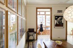 Barcellona, Spagna Un appartamento del 1910 riadattato dagli architetti catalani Anna & Eugeni Bach, senza toccare i pavimenti originali. Foto di Tiia Ettala