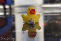 Toy photographer, toyphograph, oyuncak fotoğrafçısı, oyuncak, oyuncak fotoğrafçılığı, action figure, figure, figür, sarı ördek, yellow duck, tekne, minyatür, miniature, yansıma