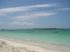 Strandart: Sand Zugang: sanft abfallend Länge: 1400 m Breite: 45 m Auslastung: gering Besucher: gemischt Geografische Lage: ♁39°18'33.8″N 3°00'53.5″E Karte: Es Carbó ist nur…