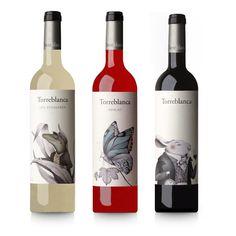 """TORREBLANCA VINOS design by @pagadesign   Un lagarto asomando entre hojas de ágave, una mariposa posada en una hoja de parra y un conejo enópata pendiente de la crianza del vino. La fauna autóctona de Olèrdola (Barcelona), donde se ubican los viñedos de Torreblanca, nos inspira para crear estos carácteres que ilustran las etiquetas, en un guiño a los personajes no humanos de """"Alicia en el país de las Maravillas"""", uno de los cuentos preferidos de la propietaria de la bodega en su niñez. #mxm"""