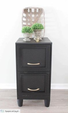 metal filing cabinet makeover Painted File Cabinets, Old Cabinets, Filing Cabinets, Office Cabinets, Diy Dresser Makeover, Furniture Makeover, Furniture Ideas, Furniture Refinishing, Painted Furniture