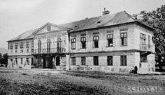 Kliknite pre zobrazenie veľkého obrázka Bratislava, Arch, Louvre, Mansions, House Styles, City, Building, Travel, Portal