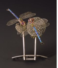 Hair comb of 18K gold and enamel of two dragonflies on dandelions. LC Tiffany at the Metropolitan Museum of Art.