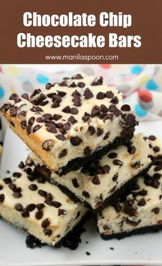 Craving chocolate and cheesecake? These delicious choco chip cheesecake bars are the solution! I love these desserts. Easy recipe that you will make again and again. Chocolate Chip Cheesecake Bars, Cheesecake Recipes, Cookie Recipes, Dessert Recipes, 13 Desserts, Delicious Desserts, Yummy Food, Delicious Chocolate, Yummy Treats