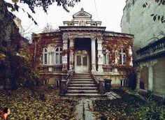 Strada Putul cu Plopi - casa in care a trait Constantin Tanase. Bucharest, Vermont, Old Houses, Romania, Big Ben, Louvre, Cabin, Architecture, House Styles