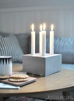 New takes on the traditional Advent Wreath. Celebrate Christmas with a new tradition and make your own DIY Advent wreath. Cement Art, Concrete Crafts, Concrete Art, Concrete Projects, Concrete Design, Diy Projects, Advent Candles, Diy Candles, White Candles