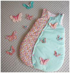 Gigoteuse 0-6 mois papillon origami tissu triangle multicolore et turquoise