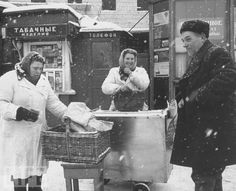 50 interesting retro photos of the severe winter in the USSR made by different Soviet and foreign photographers Hoe, Old Photos, Vintage Photos, Smart Home Automation, Jewish History, Russian Fashion, Interesting News, Russian Art, Photos Of Women