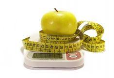 Как определить норму своего веса          В современной диетологии существует несколько методов расчета физиологической нормы веса. Некоторые из них дают приблизительный результат. Другие достаточно точны, т.к. учитывают индивидуальные особенности человека, так�