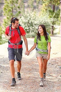 Couple hiking by Martinmark, via Dreamstime ESCAPE INOLVIDABLE