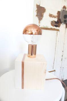 Lampada da tavolo, Lampada legno, Lampada design, Design nordico, Lampada rame, Regali per lei, Regalo San Valentino, Abat-jours in legno di IlluminoHomeIdeas su Etsy