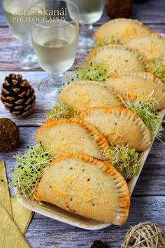Sünis kanál: Bolognai minicalzonék csírával Bologna, Camembert Cheese, Dairy, Food, Meal, Essen, Hoods, Meals, Eten