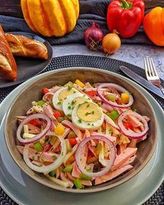 Kohlrabi vegetables in light sauce with meatballs and spaetzle - Instakoch. Caprese Salad, Meat, Chicken, Vegetables, Ethnic Recipes, Elna, Room Interior, Interior Design, Food