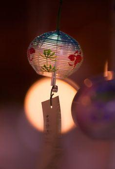The Japanese Glass Wind Chime, Edo Furin Japanese Culture, Japanese Art, Japanese Colors, Japanese Wind Chimes, Glass Wind Chimes, Turning Japanese, Nihon, Tokyo, Christmas Bulbs