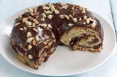 Ένα υπέροχο τσουρέκι γεμιστό με Nutella και σταγόνες σοκολάτας ή και αμύγδαλα αν θέλετε γλασαρισμένο με σοκολατένιο γλάσο. Μια συνταγή για να απολαύσετε έν