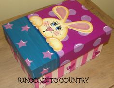 Caja en mdf, pintada con la técnica pintura country. Country Crafts, Country Art, Christmas Wood, Paper Hearts, Covered Boxes, Toy Boxes, Keepsake Boxes, Toy Chest, Recycling