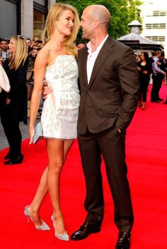 Rosie Huntington-Whiteley Steals The Spotlight From Jason Statham At London Premiere Rosie Huntington Whiteley, Rose Huntington, Rosie And Jason, Jason Statham And Rosie, Jason Statham Rosie Huntington, Planet Hollywood, Vs Models, Hot Blondes, Elegant Outfit