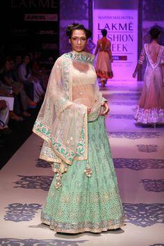 Manish-Malhotra-Lakme-Fashion-Week-Summer-2011_6.jpg 333×500 pixels