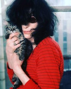 Joey Ramone and his cat (1978)
