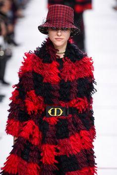 Ποια αξεσουάρ ξεχωρίσαμε από την εβδομάδα μόδας στο Παρίσι; - Μόδα | Fashion Shows - InStyle.gr