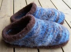 Made Leroy a similar pair for Christmas.  Neat pattern, will have to make more of them.