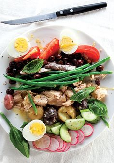 This French-inspired salad is a delightful salad for light dinners. It is very healthy and perfect for a balanced diet. Add your unique style into this recipe. Enjoy!