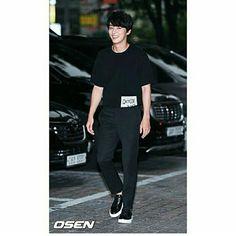 #YoonShiYoon llegando a la fiesta de despedida del drama The Best Hit  (22/Julio/ 17)