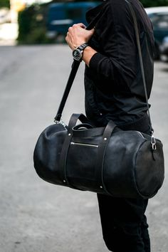 Excited to share this item from my shop: Man Leather Duffle Large Bag Zippered Leather Duffle Overnight Bag Leather Weekend Gym Bag Every Day Bag what is The Best Suitcases? Leather Duffle Bag, Duffel Bag, Duffle Bag Men, Black Leather Bags, Leather Men, Vintage Leather, Mochila Nike, Best Suitcases, Latest Bags