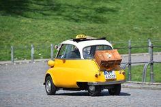 Zitronenkiste  (02.04.16)      Eine BMW-Isetta im gelben Taxianstrich ist am...