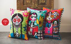 day of the dead bedroom Mexican Style Decor, Mexican Bedroom, Sugar Skull Art, Sugar Skulls, Mexican Designs, Mexican Folk Art, Textiles, Day Of The Dead, Halloween Fun