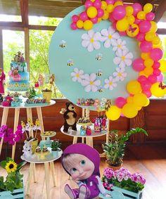 Pin by Nancy Melgoza on Local treats 2nd Birthday Party Themes, Kids Party Themes, Birthday Party Decorations, Masha Et Mishka, Marsha And The Bear, Bear Party, Bear Birthday, Balloon Decorations, Bear Decor