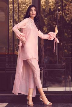 52 ideas for bridal dresses pakistani shalwar kameez - 52 ideas for bridal dresses pakistani shalwar kameez Source by shwetst - Pakistani Fashion Casual, Pakistani Dresses Casual, Pakistani Dress Design, Indian Bridal Lehenga, Indian Bridal Fashion, Stylish Dresses, Casual Dresses, Fashion Dresses, Fashion Styles