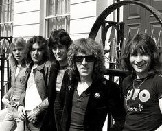 UFO* 1976 : Michael Schenker,  Andy Parker,  Pete Way, Danny Peyronnel, Phil Mogg  __  https://www.pinterest.jp/tchovy/michael-schenker-2-ufoscorpions/