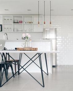 Amo esse pé de mesa projetado pela @luizamellointeriores  by apartamento84