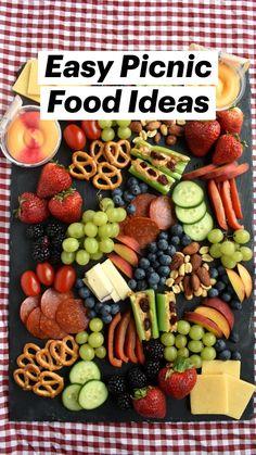 Picnic Date Food, Picnic Snacks, Picnic Time, Easy Picnic Food Ideas, Picnic Recipes, Charcuterie Picnic, Charcuterie Recipes, Charcuterie Board, Beach Picnic