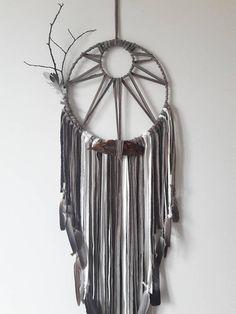 Macrame Art, Macrame Design, Macrame Projects, Making Dream Catchers, Dream Catcher Decor, Dream Catcher Patterns, Hippie Crafts, Yarn Wall Hanging, Macrame Tutorial