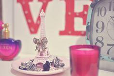 DIY - Faça você mesma um porta bijoux da Torre Eiffel. Fácil, rápido e barato.  (Por: Carla Sant'Anna, blog Burguesinhas)